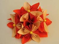 Oranžová květina Kusudama